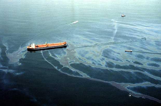 Pelatihan PEMBANGKITAN ALIRAN PERMUKAAN UNTUK OIL SPILL (OIL FENCE) SEBAGAI PENGUMPUL TUMPAHAN MINYAK